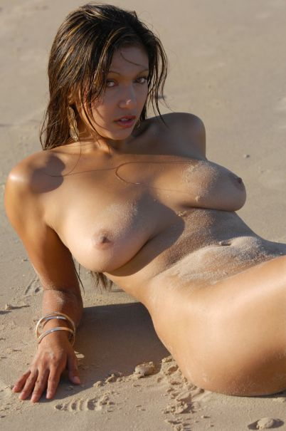 Kiwi beach babe with gorgeous breasts