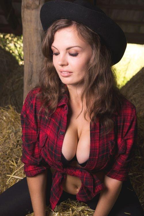 BBW girl showing her big boobs