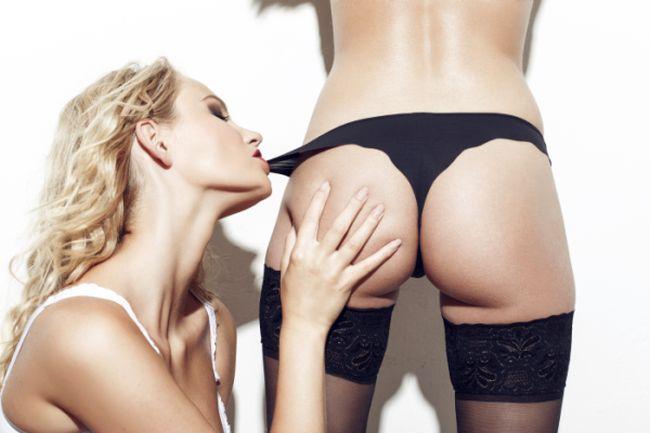 Sexy lesbian bite lovers panties