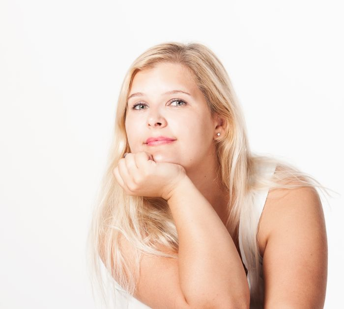 Blond BBW girl smiling