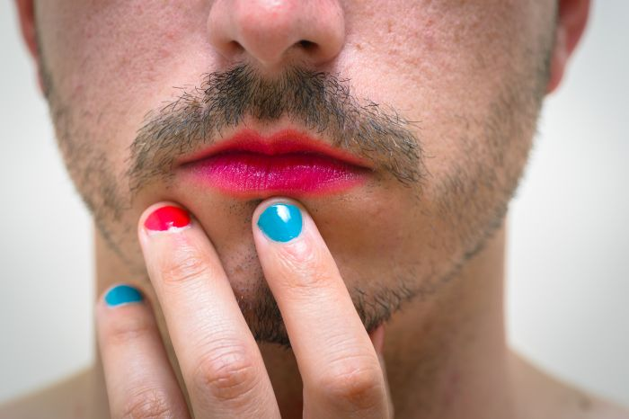 men with coloured nails and lipstick