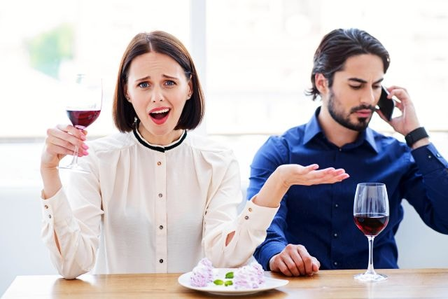 woman being phubbed during a date