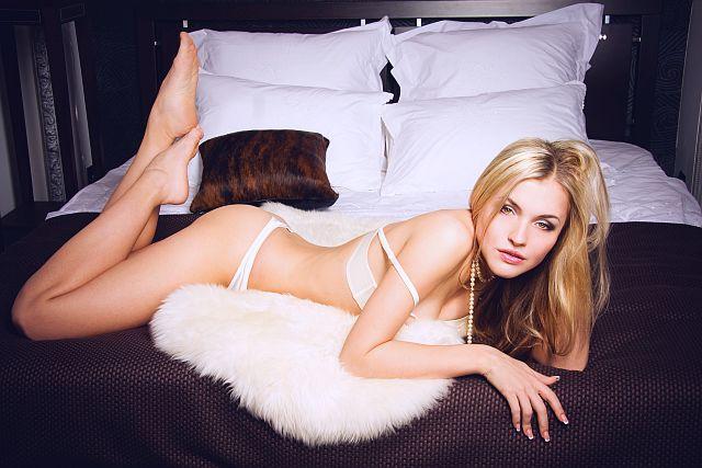 webcam girl in sexy lingerie
