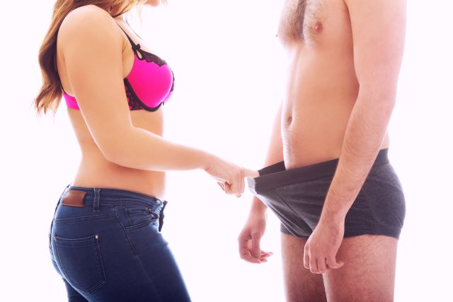 lady checking ih his penis has camp or not