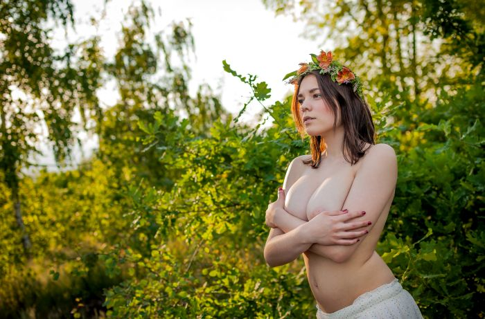 naked girl with a flower crown