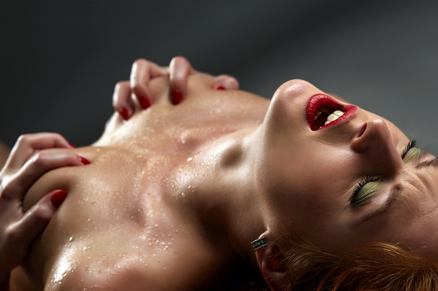 Naked girl squeezes her wet breasts and screams