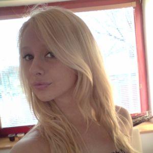 hübsche Blondine