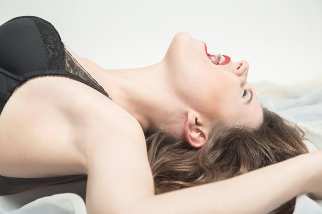 Frau beim Orgasmus