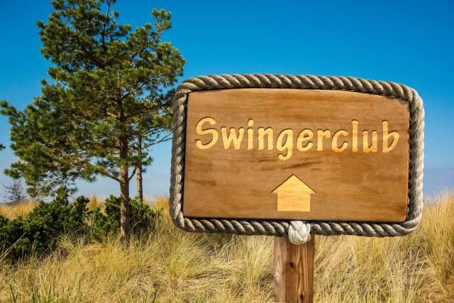 Schild mit der Aufschrift Swingerclub