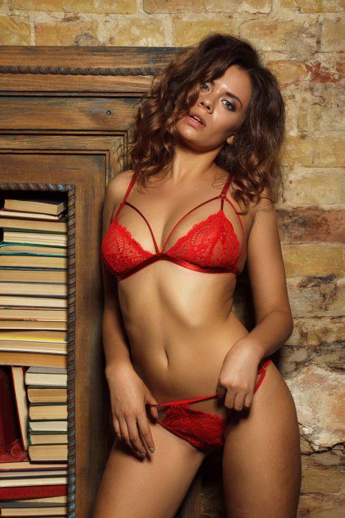 sexy Hamilton milf bursting in red underwear