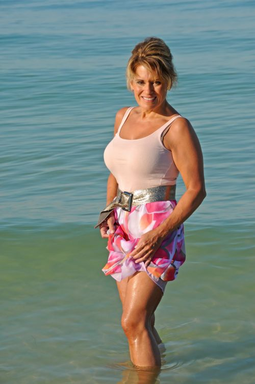 beach bronzed MILF going on a date