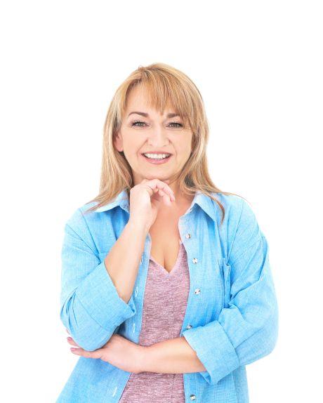 Blonde glückliche Frau