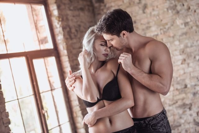 Attraktives Paar im intimen Moment