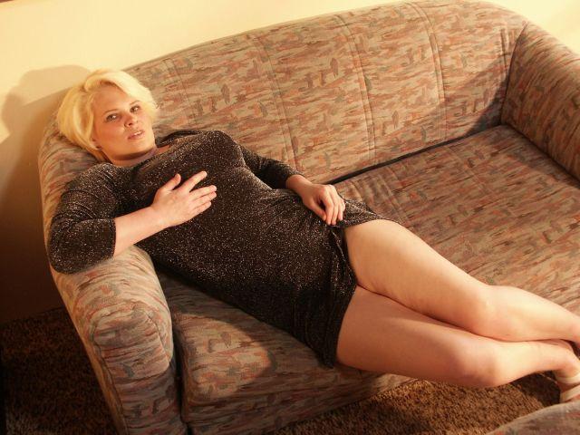 MILF auf der Couch
