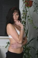Frau posiert in BH