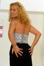 blonde, reife Frau