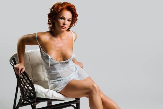 rothaarige Frau im Marilyn Monroe Style