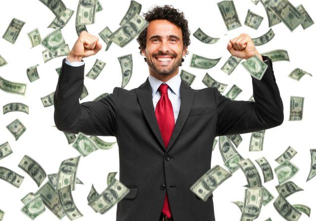 Businessmann steht im Geldregen