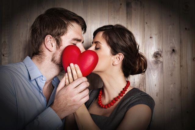 Verliebtes Paar mit Herz