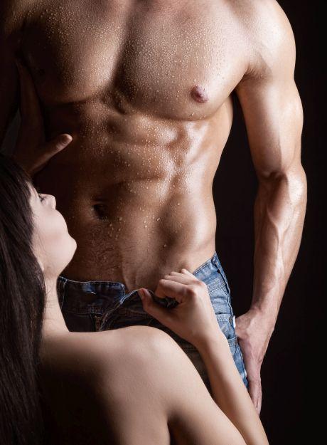Attraktives Paar in erotischer Pose