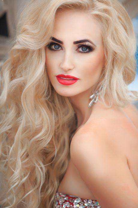 Hübsche blonde Schönheit
