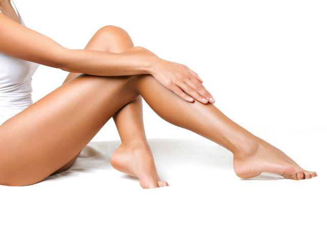 Lange nackte Frauenbeine