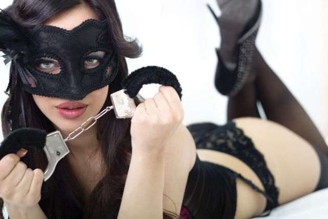 Sexy Frau mit Handschellen