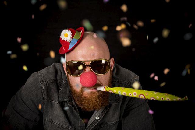 Lustiger Mann mit Bart