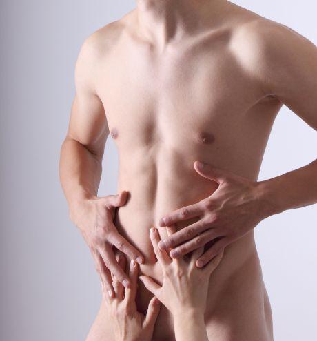 Attraktiver nackter Männerkörper