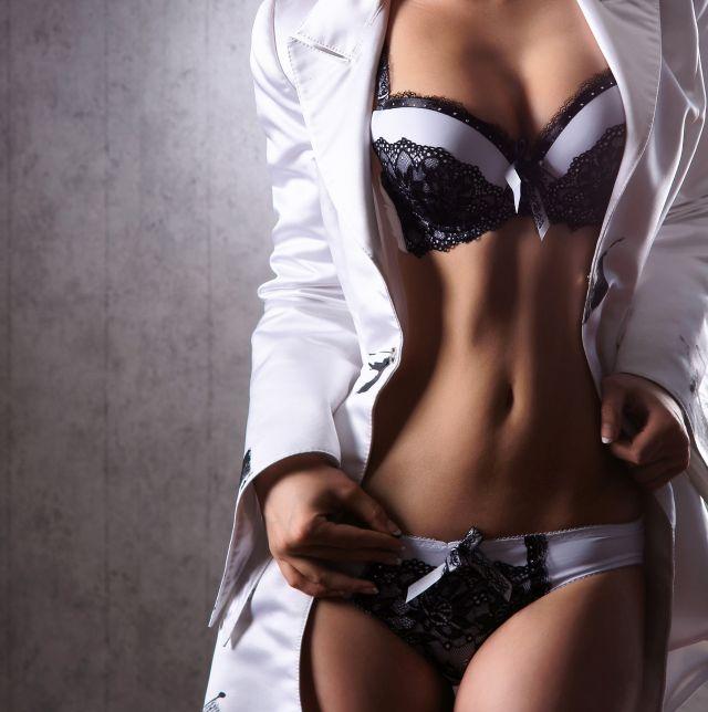 Frauenkörper in Dessous