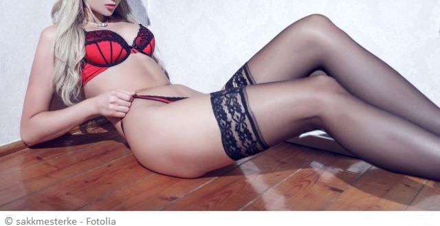 sexy Frau in roter Reizwäsche