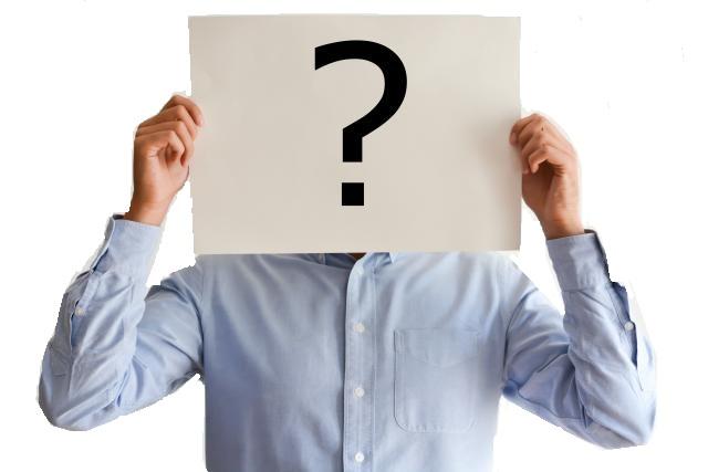 Mann hält Fragezeichen-Schild vor seinem Gesicht