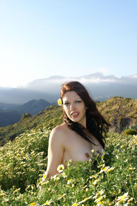 nackte Frau in der Natur