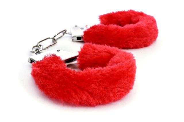 rote Plüschhandschellen