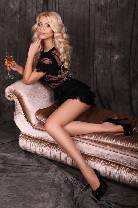 Elegante Frau mit Champagner