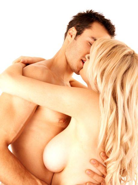 Nacktes Paar beim Küssen