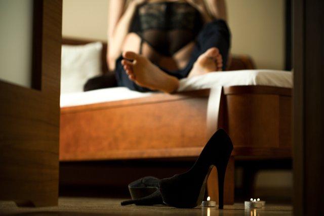 Paar hat Sex im Hotelzimmer