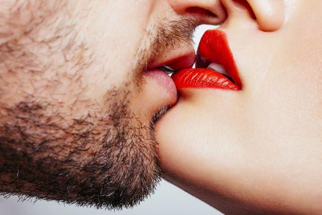 Küssende Lippen in Nahaufnahme
